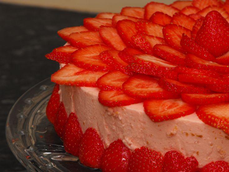 Tort truskawkowa chmurka Pyszny tort
