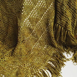 Geoshawl designed  by Annelies Baes for Kokon DK. Made here by @e.reedeker in Kokon DK colour Cacti. Geoshawl pattern is available on Ravelry