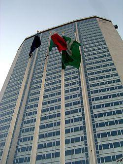 Небоскрёб - башня «Пирелли»  Италия, Милан  Строительство 1956—1960  Офисное здание  Высота: Антенна / Шпиль127,1 м  Крыша 124,1 м  Верхний этаж 112,8 м  Количество этажей32  Архитектор Джио Понти при участии Пьера Луиджи Нерви
