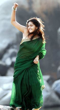 """Deep Navel of Anushka Shetty in Green Saree and String Blouse   VISIT <a href=""""http://www.FILMYBOL.in"""" rel=""""nofollow"""" target=""""_blank"""">www.FILMYBOL.in</a>"""