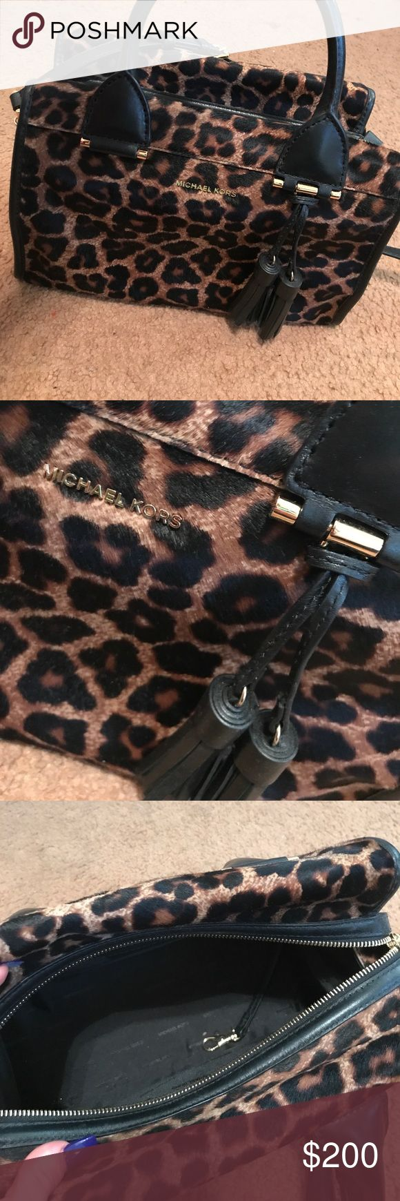 Michael Kors Cross body / handbag Never been used Micheal Kors handbag!! Easily detachable cross body strap. Perfect for the fall. Michael Kors Bags Crossbody Bags
