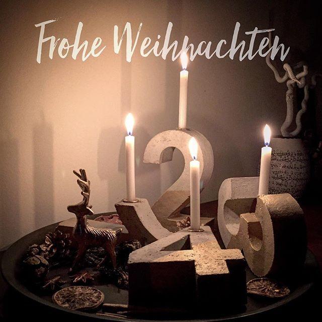 Ich wünsche euch ein wunderschönes Weihnachtsfest im Kreis eurer Lieben ⭐️ Hier müssen jetzt noch ein paar Geschenke verpackt werden und dann machen Herrbanane und ich uns auf den Weg in mein Elternhaus  . . . #fraubananenäht #froheweihnachten #froheweihnachten #merrychristmas #feliznavidad #xmas #weihnachten #adventskranz #beton #betonoptik #deko #dekoration #weihnachtsdeko #vierkerzen #ersteinsdannzweidanndreidannvier #solebich #homedecor #christmasdetails #rentier