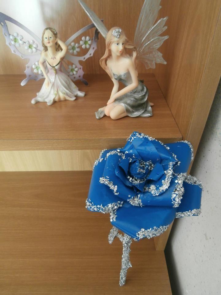 """""""Rosa blu"""" (carta, polvere d'alluminio e bomboletta spray)"""