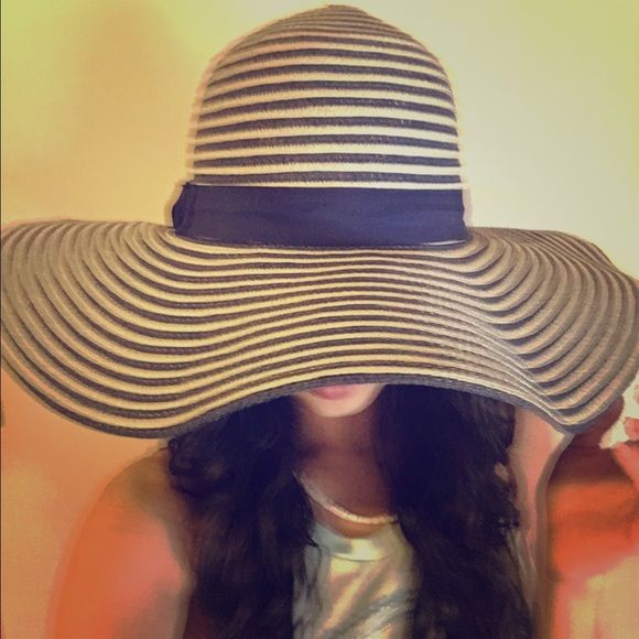 Blue and White hat Blue and white hat. You can shape it however you want and it will stay. Forever 21 Accessories Hats