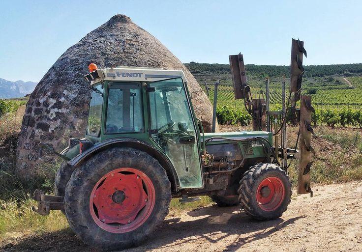 Tractors ready to make green pruning in Rioja #tourism #winetours #travel #wine #winelover #turismo #enoturismo #experience #winetastelovers #riojawine #gastronomía #visitSpain #vino #viaje #tapas #winetasting #instariojawine #gastronomy #instawinetours #winecountry #wineries #worldplaces #winetrip #winetravel #viajar #grapevines #winetourism #winetourist #lp