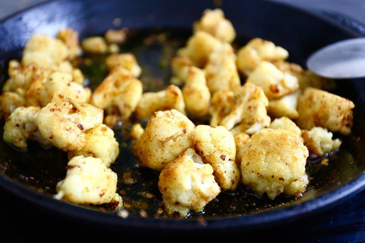 Detta är så gott till kyckling. Du behöver detta Färsk blomkål smör till stekning curry chiliflakes salt Gör så här Stek dem med salt & kryddor tills de får önskat tuggmotstånd. Servera genast. 1 Relaterade inlägg: Snabb och lätt lunch Fylld fläskfile med hasselbackspotatis Lchf-paj med kassler, ost och oliver … Läs mer