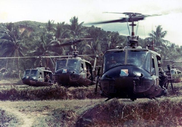 Helicopteros del 229 Batallon de Helicopteros de Asalto en la batalla de Ia Drang