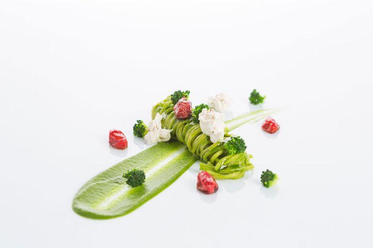 Тальолини с брокколи, помидорами черри и бурратой Итальянская кухня рецепты Средиземноморская диета Средиземноморская кухня