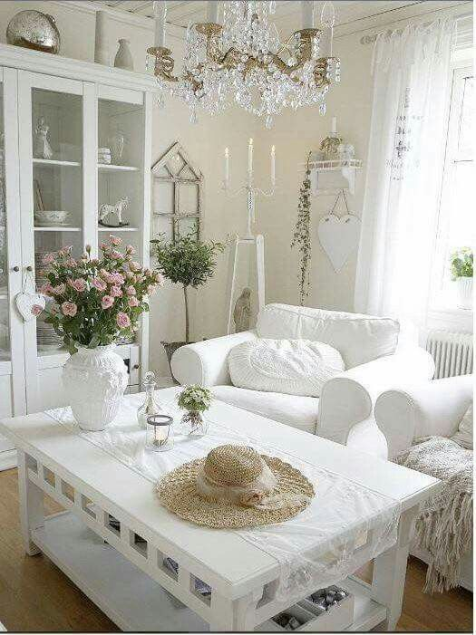 1000 images about living spaces on pinterest painted for Shabby romantique