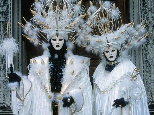 Carnival-Costumes-on-Sestiere-Castello-Venice-Italy.jpg (640×480)