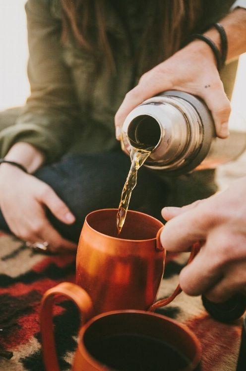 Onto copper cup Tea
