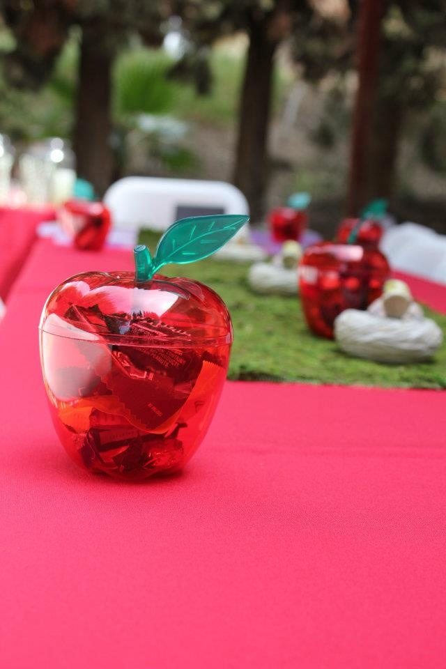 apple party favor used these for a twilight birthday party was so cute