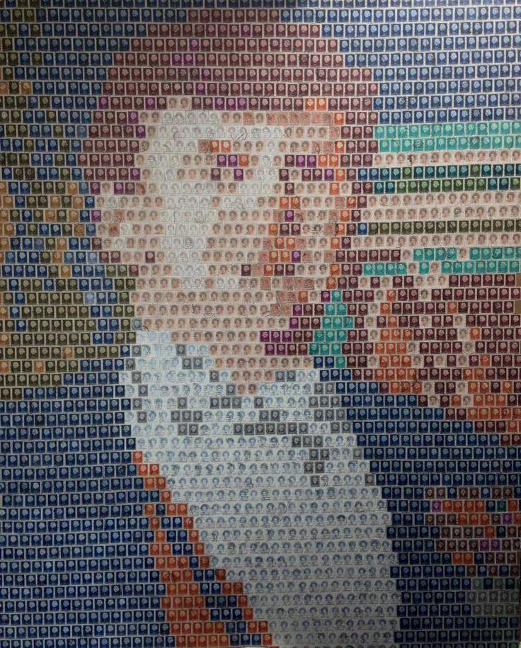Meer dan 2000 berichten. Goede en slechte, oude en iets recentere. Wat zou de verzender te melden hebben gehad, was het een vakantiekrabbel of een liefdesbrief? Zware correspondentie, kantoorpost of misschien wel.........?  Ik heb ze allemaal vastgelegd in het portret van onze Koning Willem Alexander.