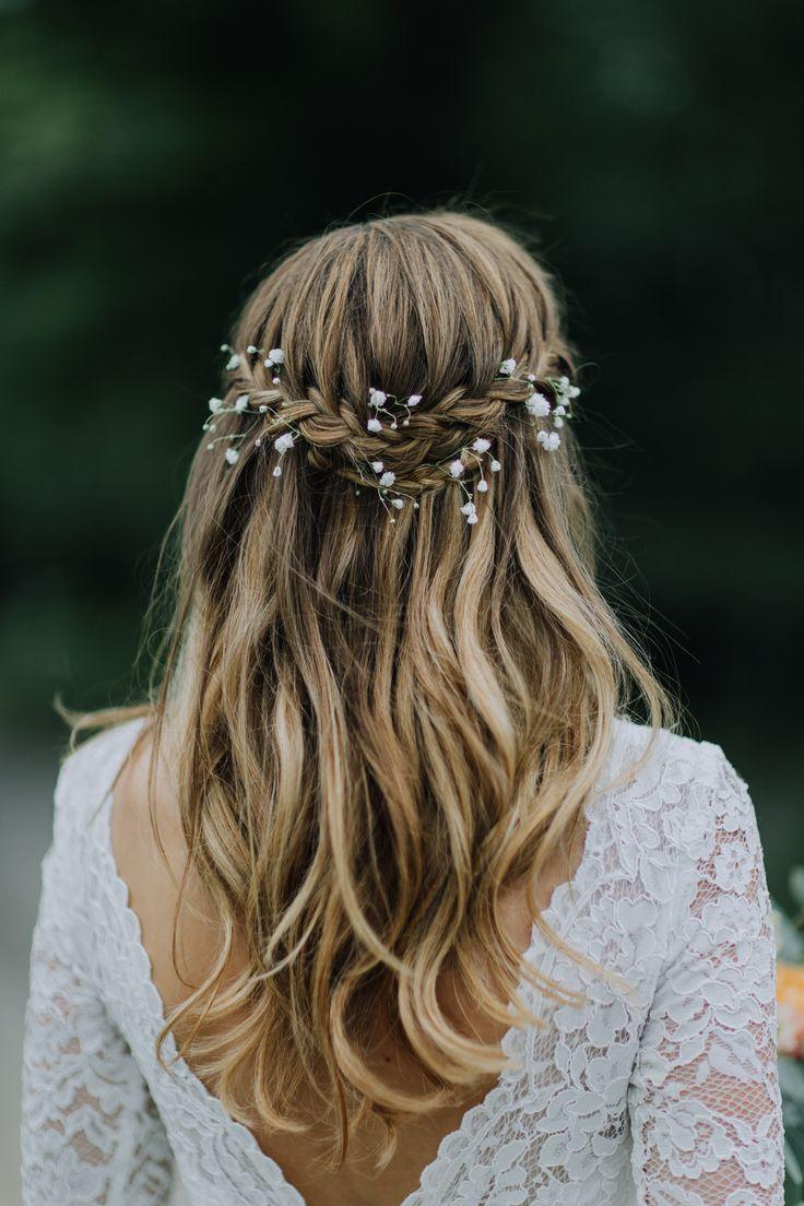 Utsläppt vågigt hår | bröllopsfrisyr | boho bridal hair by Camilla Jönsson http://www.camillajonsson.se | Långt hår | Fläta | Braid