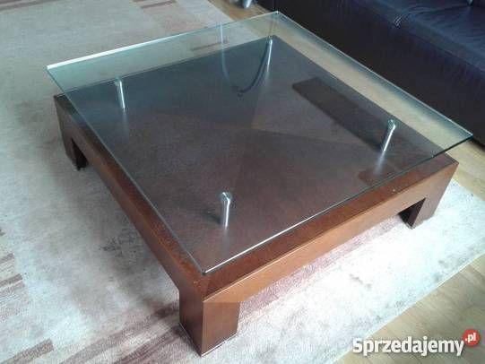 Witam, sprzedam stolik kawowy, drewniany, blat szklany (szkło hartowane- 8 mm grubości). Stół jest kwadratowy, posiada dolną półkę drewnianą na drobiazgi oraz nogi drewniane. Wymiary: 100cmx 100cmx 38cm  Stan stolika oceniam na bardzo dobry.Stolik solidny wykonany z wysokiej jakości drewna. cena- znaczniej poniżej rynkowej. Kolor ciemny brąz, idealnie wygląda w salonie. cena: 250 zł. Odbiór osobisty (Warszawa)