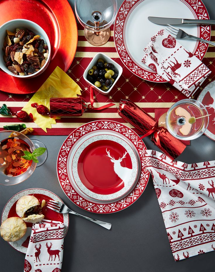 Layout a spectacular Christmas dinner for the whole family.