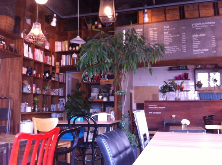 Café & flowers LOMA - beautiful café in the heart of the very trendy Itaewon in Seoul.