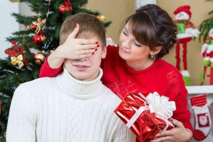 Hvis du mangler den gode julegave til ham og ikke aner levende råd om hvad du skal give, så kunne disse 3 lækre mode julegaveideer til ham være gaven