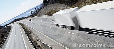 Δείτε το πρώτο φορτηγό αυτόνομης οδήγησης στο οποίο δόθηκε άδεια κυκλοφορίας .
