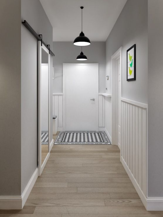 Wzorzysty dywanik i figlarny obrazek na ścianie dekorują w znaczący sposób przedpokój. Czarne wiszące lampy dodają...