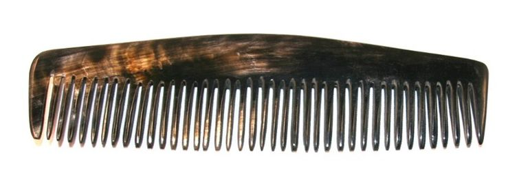 peigne en corne noire avec une belle nuance de la corne