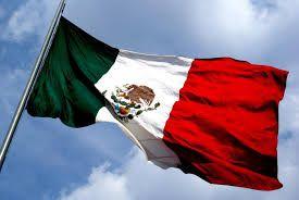 La actual bandera de México se adoptó desde el 16 de septiembre de 1968. Está segmentada en tres partes iguales (verde, blanco y rojo) y con el escudo de armas de México en el centro de la franja blanca.