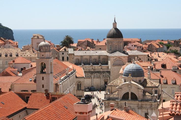 Vanhankaupungin kirkkojen kattoja. Churches of the old town of #Dubrovnik.