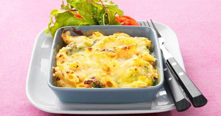 Broccoligratäng med pasta och ädelost är en jättegod kombination. Det är perfekt att göra denna broccoligratäng när du har pasta över i kylskåpet.