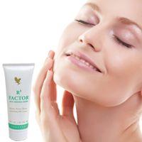 Forever R3 Factor (artnr 69) R3 Factor laat uw huid weer stralen! Het helpt rimpelvorming te vertragen en zorgt ervoor dat de huid haar natuurlijke vochtigheidsgraad behoudt. De kalmerende werking van aloë vera en het alfahydroxyzuur-complex ondersteunen de rijpere huid bij het natuurlijke proces van huidvernieuwing. N.B. Perfecte combinatie met Aloe Moisturizing Lotion.
