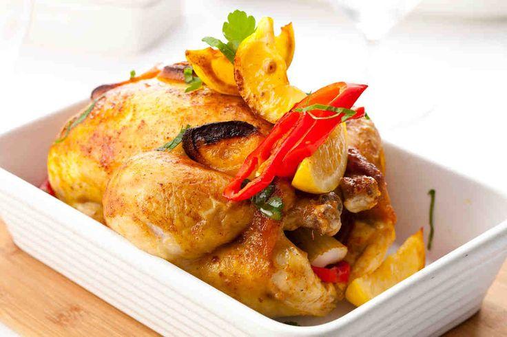 Kurczak pieczony z cytryną i gniecionym awokado z kolendrą - wypróbuj sprawdzony przepis. Odwiedź Smaczną Stronę Tesco.