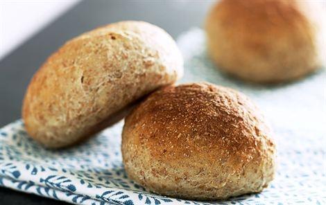 Havregrynsboller med spelt. (lav evt. grøden med en slags mælk i stedet, for at få mere smag. istedet for A38 kan creme fraiche eller græsk yoghurt bruges