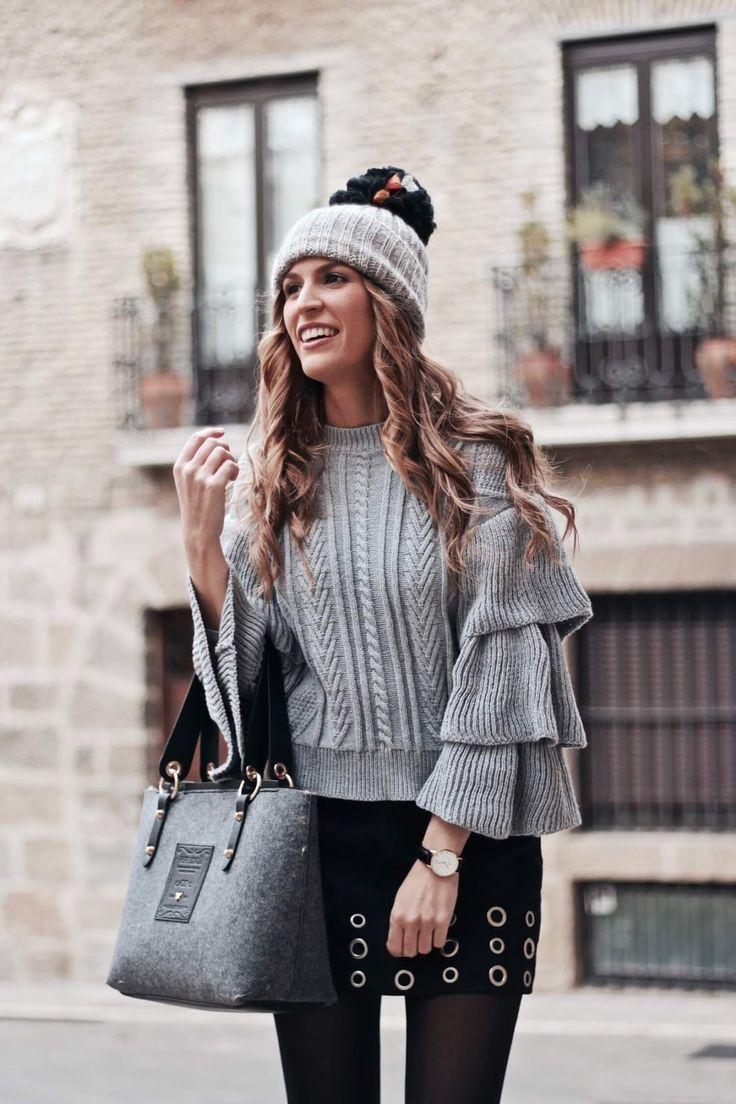 look casual, blog de moda, tonos neutros para el invierno, jersey con volantes, jersey mangas campana, jersey mangas volantes, reloj Daniel Wellington, Daniel Wellington agujas azules, botas altas negras