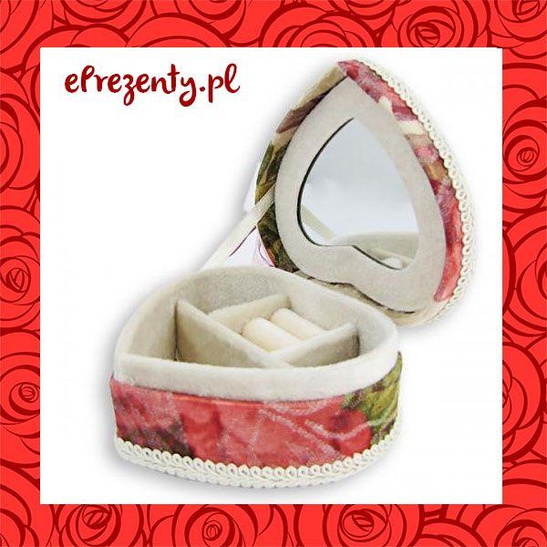 #Szkatułka na biżuterię w kształcie #serca, z zewnątrz wyszyta #dziewczęcym materiałem w #kwiatki. Dodatkowo wyposażona w lustereczko. Cena 44 zł bez graweru*. https://eprezenty.pl/szkatulka_serce_na_bizuterie_prezent_opcja_graweru,p,11292.html
