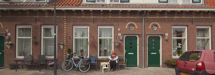 Amsterdamsebuurt Haarlem - Label A+ / 80% reductie, dankzij vloerisolatie, wandisolatie (binnenzijde), dakisolatie (binnenzijde), Nieuwe kozijnen HR++, roosters in kozijnen, nieuwe voordeur, HR CV, mechanische afzuiging CO2, Low H2O radiatoren, vijftigtal PV panelen, Nieuwe keuken en badkamer.