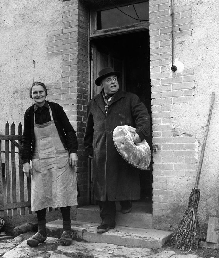 Robert Doisneau   //   Medicines   -  Docteur Edmond, médecin de campagne en Creuse 1958