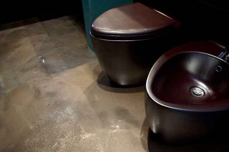 resina decorativa trasparente autolivellante epossidica pavimenti decorati dipinti cromatici intrusioni effetti naturali acqua