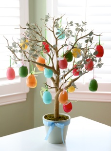 A Few of My Favorite Things: week long Easter celebration instead of 1 FHE lesson. (Hang eggs on tree vs. in egg carton.)