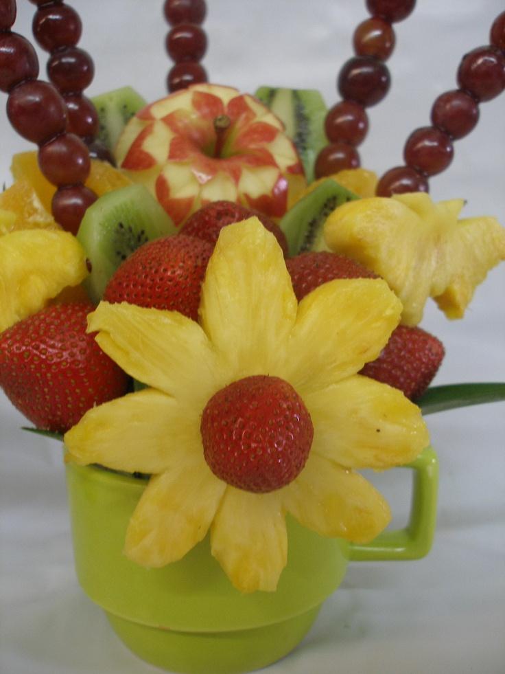 Fruit table arragement fruits pinterest fruta