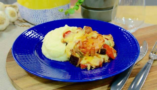 Ugnsgratinerad falukorv med potatismos – en klassisk maträtt som inte lämnar någon besviken!