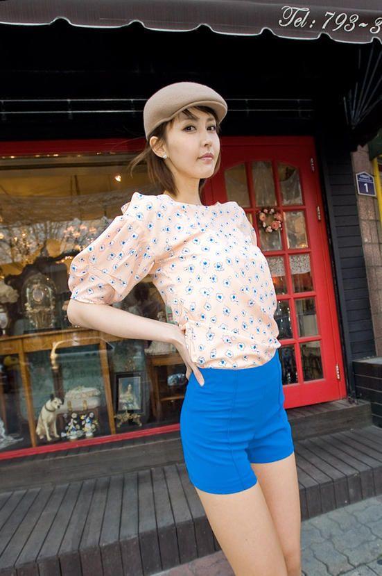 flower motif shoulder hole point blouse from Kakuu Basic. Saved to Kakuu Basic Blouses & Shirts.