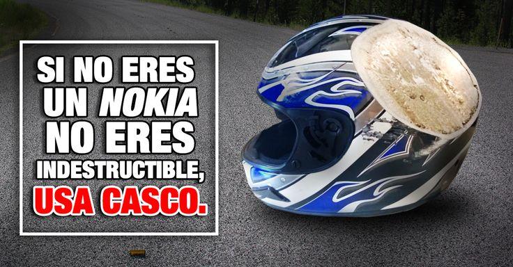15 fotografías de cascos de motocicleta, bicicleta, o militares destrozados o dañados debido a accidentes o impacto, que demuestran que pueden salvar tu vida.