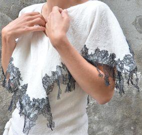 cape dentelle tres fine mousseline de soie blanche, dentelle de calais noire et laine merinos blanche. Elle