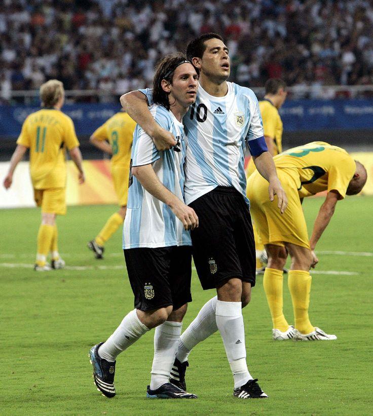 Riquelme et son élève Messi en équipe nationale d'Argentine L'élève a dépassé le maitre #Heritage #Argentina #Adidas #R10 #F50 #Copa #FanEngagment #9ine @Riquelme