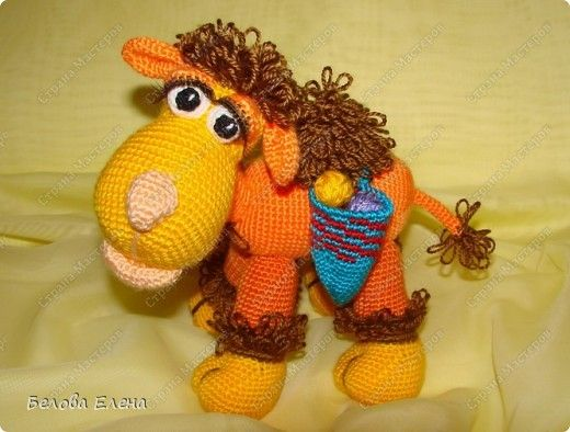 Camel Zhorzhik - Free Pattern in Russian (See my Crochet Stitches Board for the Russian to English Terms)