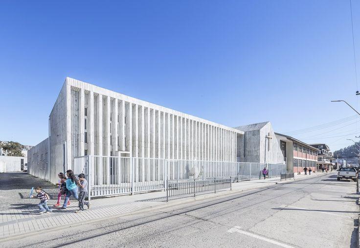 Galería de Colegio y Memorial Santa Rosa de Constitución / LAND Arquitectos - 1