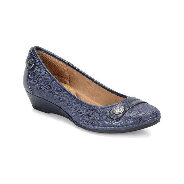Women's Comfortiva Anne Wedge - Navy Paisley Print/River Kid Casual (280 BRL) ❤ liked on Polyvore featuring shoes, sneakers, casual, casual shoes, paisley shoes, navy trainers, flexible shoes, light weight shoes and navy blue shoes