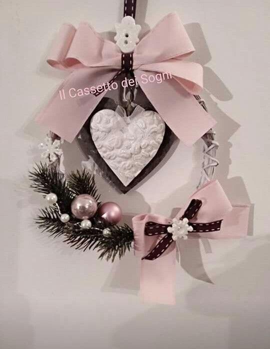 Ghirlanda natalizia con gessetti profumati. .. https://www.facebook.com/Il-Cassetto-dei-Sogni-1890162974542736/