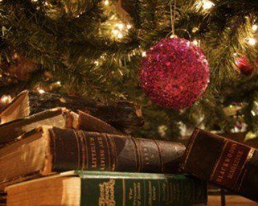 Mit meséljünk adventkor gyermekünknek, melyek azok a mesék, melyek ünnepiek, felidézik a karácsony hangulatát, jelképeit, üzenetét? Itt a 20 kedvencem.