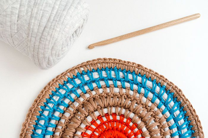 Ready to make a cute fabric yarn carpet to add a pop of color to any room in your house? This easy tutorial will show you how!