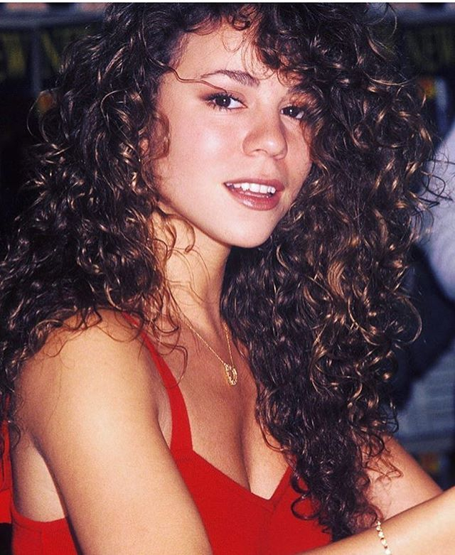 A young Mariah Carey with her beautiful, curly locks. I love that she writes her own songs & doesn't need #autotune More